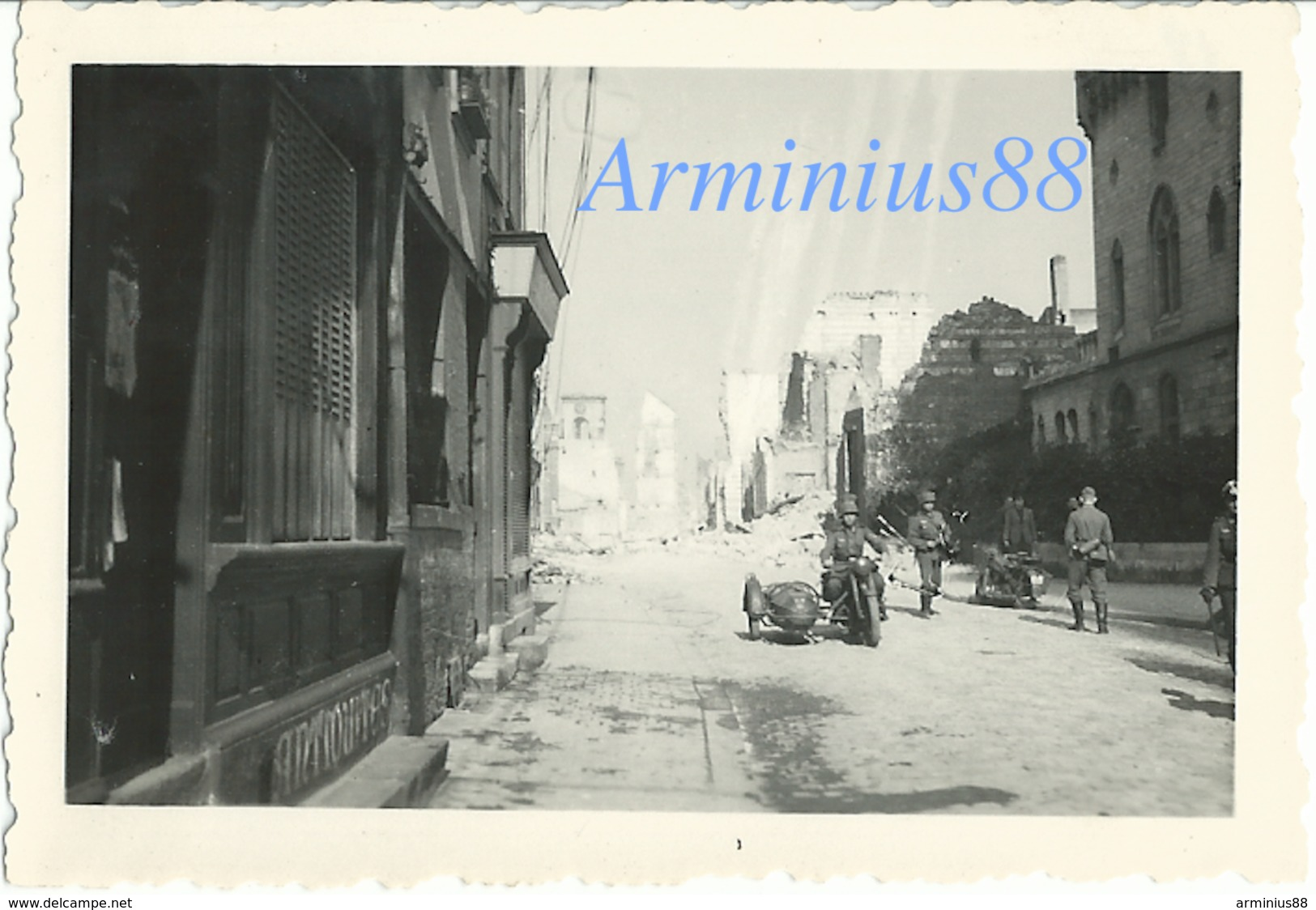 Campagne De France 1940 - Amiens - 9 Rue Henri IV - Beffroi D'Amiens En Ligne De Mire - Westfeldzug - Wehrmacht - Guerra, Militari