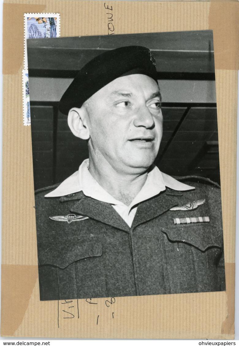 Photo Originale  Le Général  EZER  WEIZMAN  Chef D'état D'ISRAEL  En 1980 - Guerre, Militaire