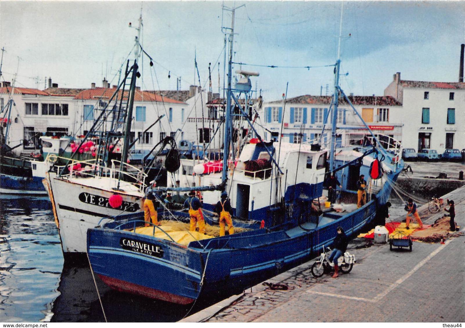 """¤¤   -   ILE D'YEU  -  Port Joinville  -  Bateau De Pêche  - Thonier """" CARAVELLE """" Au Port   -  ¤¤ - Ile D'Yeu"""