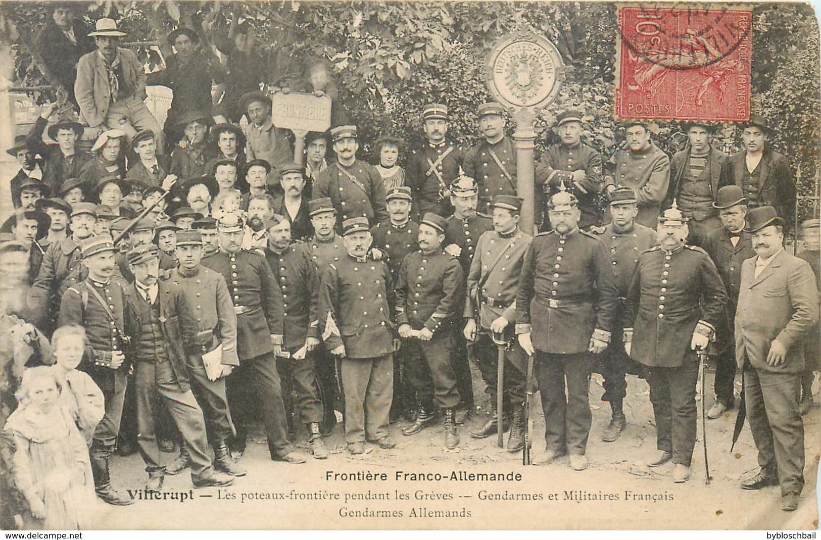 54 Villerupt Poteaux Frontière Pendant Les Grèves Gendarmes Et Militaire Français Gendarmes Allemands Douane Militaria - Autres Communes
