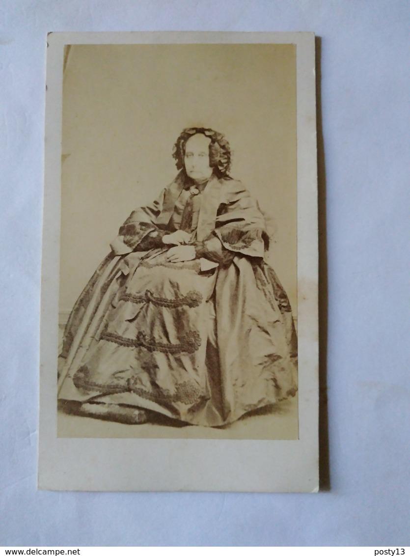 Photographie Ancienne CDV - Vieille Femme Assise - Mode - Robe - TBE - Anciennes (Av. 1900)