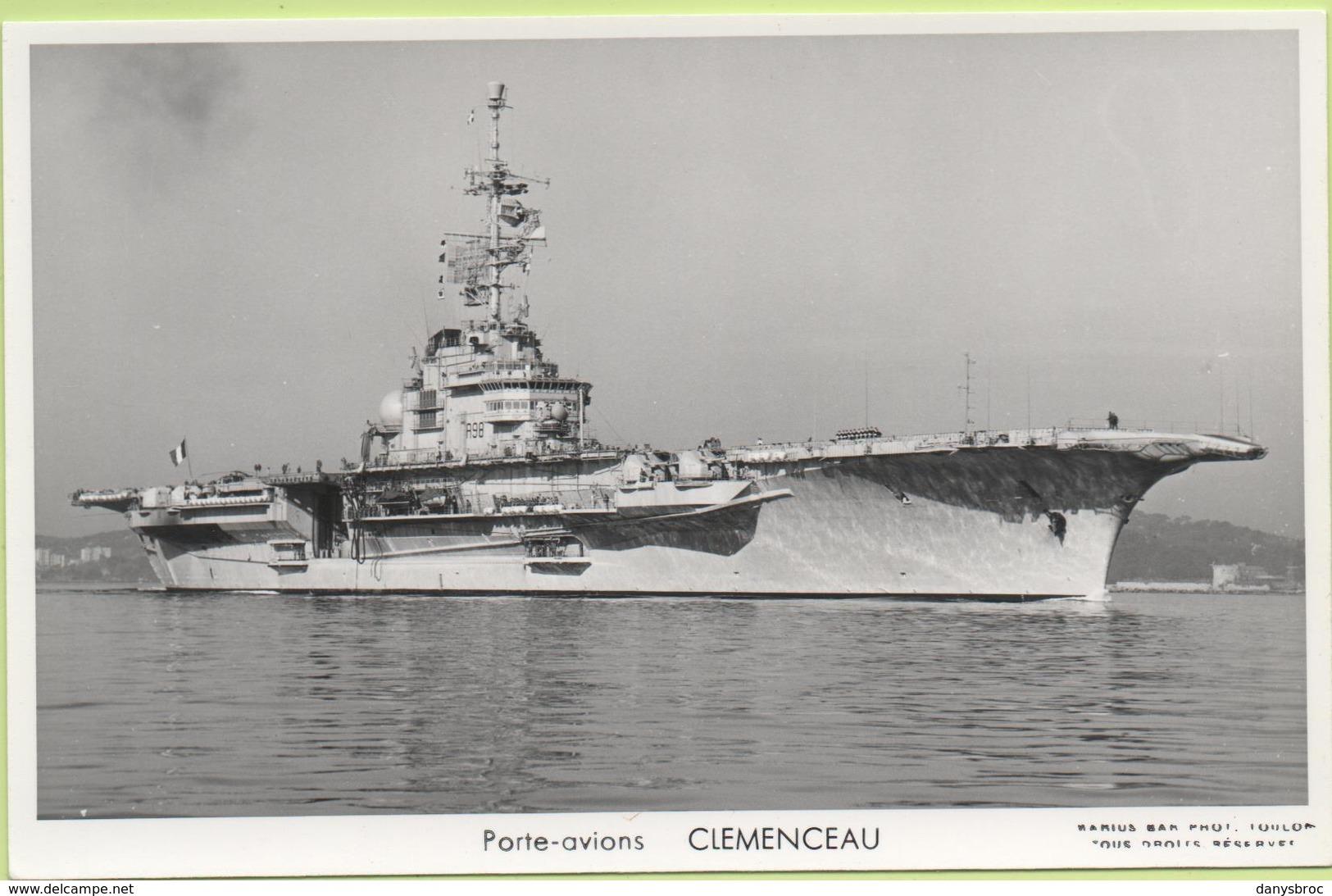 PORTE-AVIONS   CLEMENCEAU   / Photo Marius Bar, Toulon / Marine - Bateaux - Guerre - Militaire - Warships