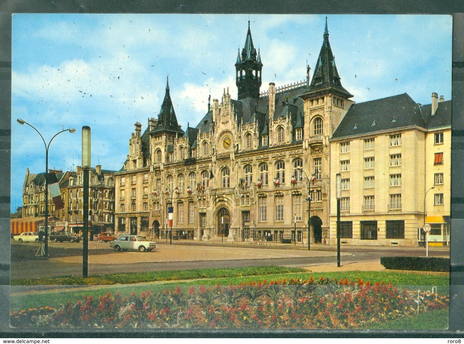 08 - CHARLEVILLE MEZIERES - L'Hôtel De Ville - ANCIENNES VOITURES - Charleville