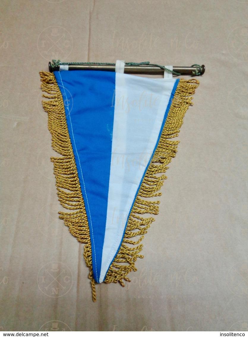 Pavillon Tissu Du Royal Club Nautique Sambre & Meuse , Section Voile, Date Des Années 70. Très Bonne Qualité. - Remo