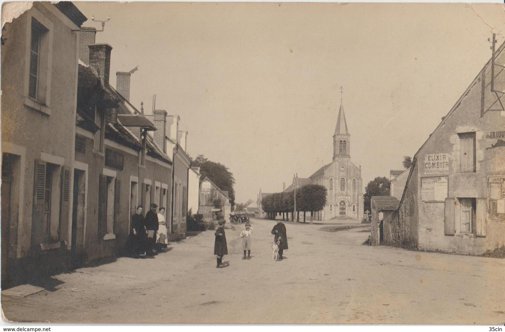 VIGNOUX Sur BARANGEON - Carte Photo De La Place Et De L' Eglise. Personnages Au Premier Plan. ( Carte Animée ). - France