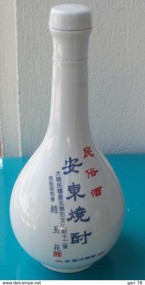Bouteille Chinoise En Céramique Et Son Bouchon, Contenait Alcool à 45° - Other Collections