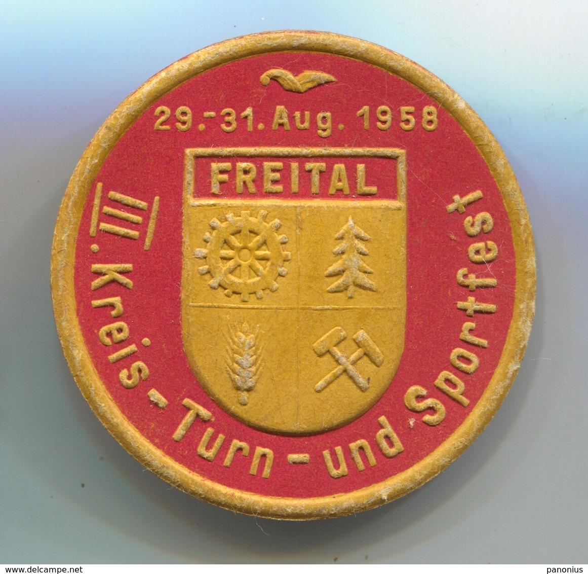 III. Kreis Turn - Sportfest, Freital / Dresden DDR East Germany 1958. Vintage Pin, Badge, Abzeichen, D 45 Mm - Pin