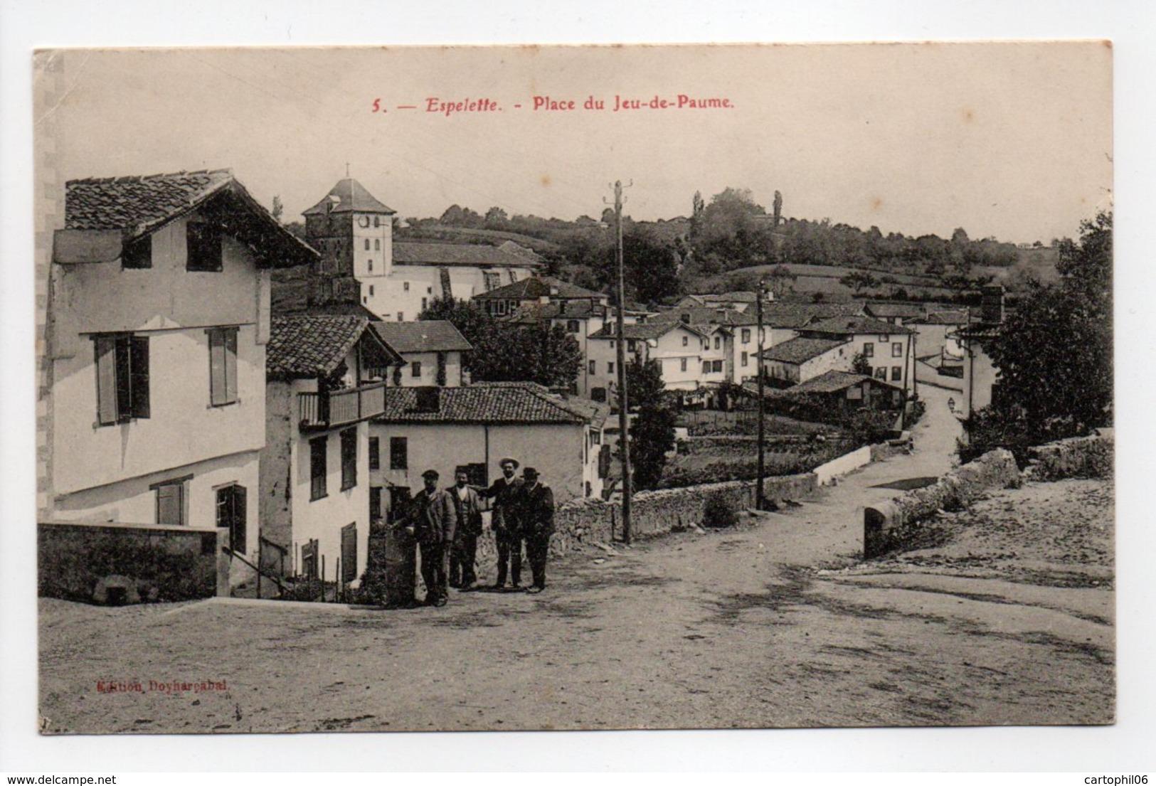 - CPA ESPELETTE (64) - Place Du Jeu-de-Paume (avec Personnages) - Edition Doyharcabal N° 5 - - Espelette