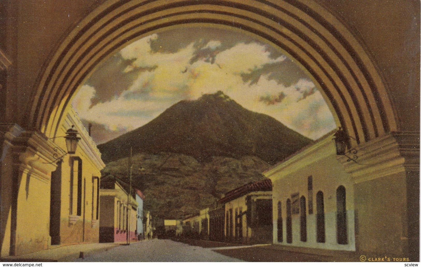 GUATEMALA , 1930-40s ; Arch Of St Catherine & Volvano ; ANTIGUA - Guatemala