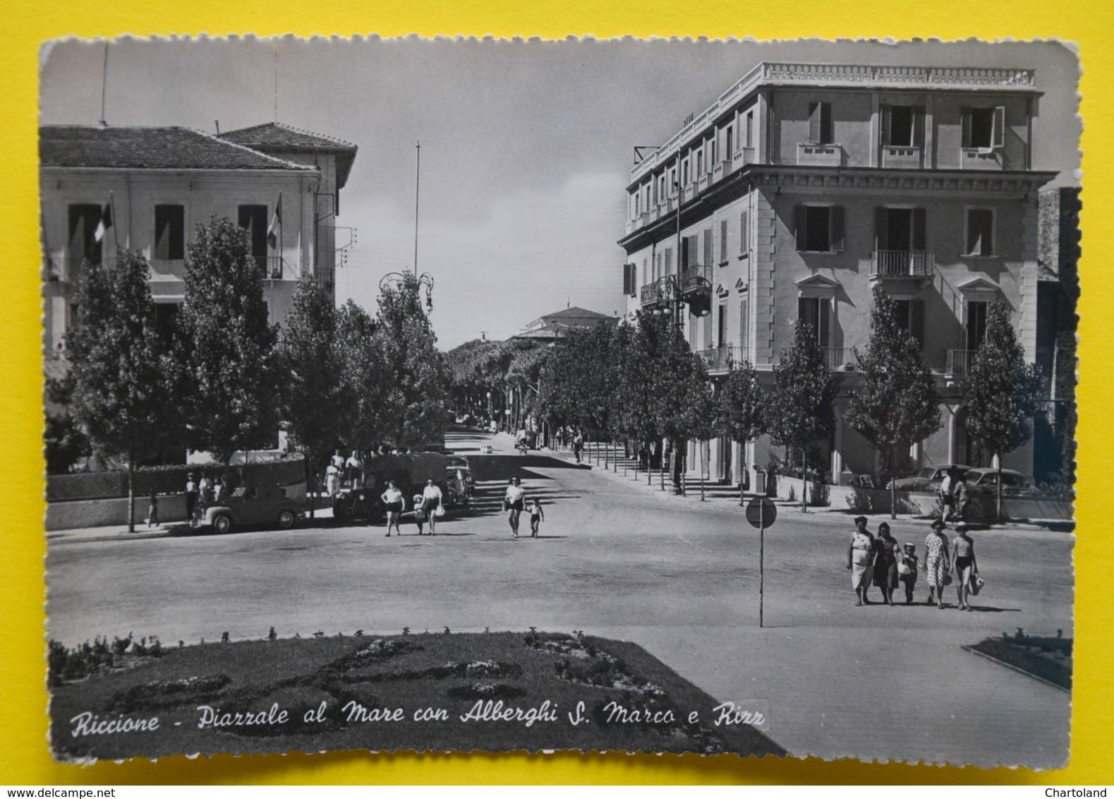 Cartolina Riccione Piazzale Al Mare Con Alberghi S. Marco E Rizz 1960 - Rimini