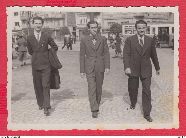 244954 / Sofia - 1939 THREE MEN SQUARE TRAM , Vintage Original Photo , Bulgaria Bulgarie - Personnes Anonymes