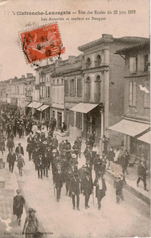 Cpa 31 Rare VILLEFRANCHE-LAURAGAIS Fête Des Ecoles 28 Juin 1912 Les Autorités Se Rendant Au Banquet , état Voir Scan - Frankreich