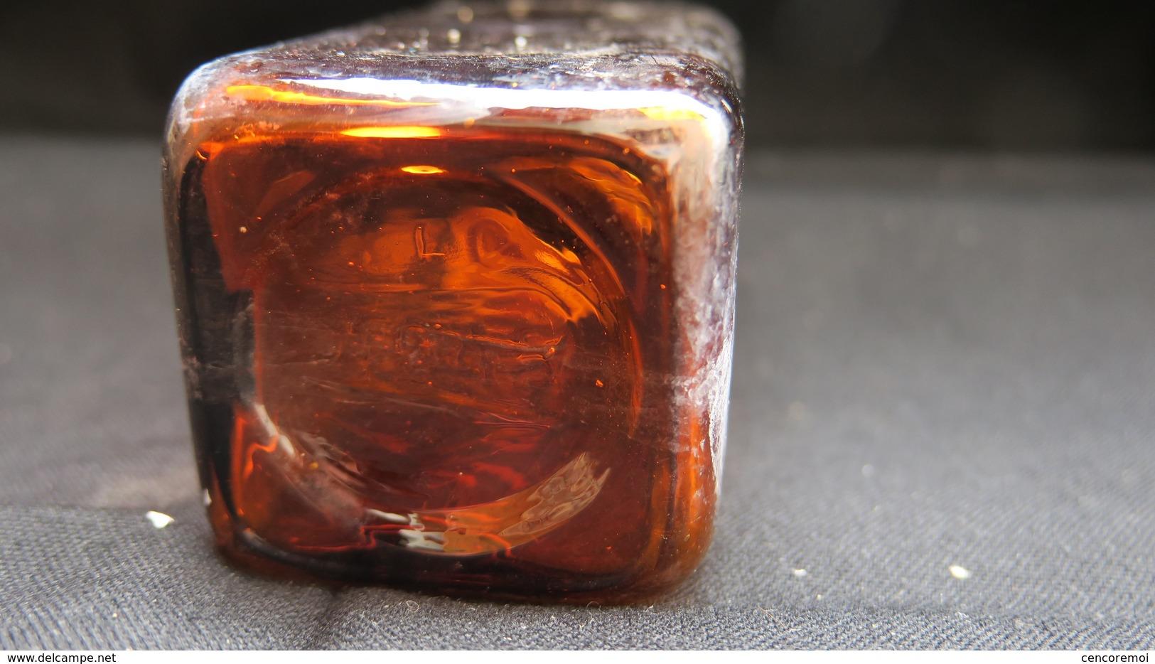 Flacon Ancien En Verre Soufflé Jaune Pharmaceutique Titré Musculosine Byla, Collection Décoration De Pharmacie Ou Cabine - Other