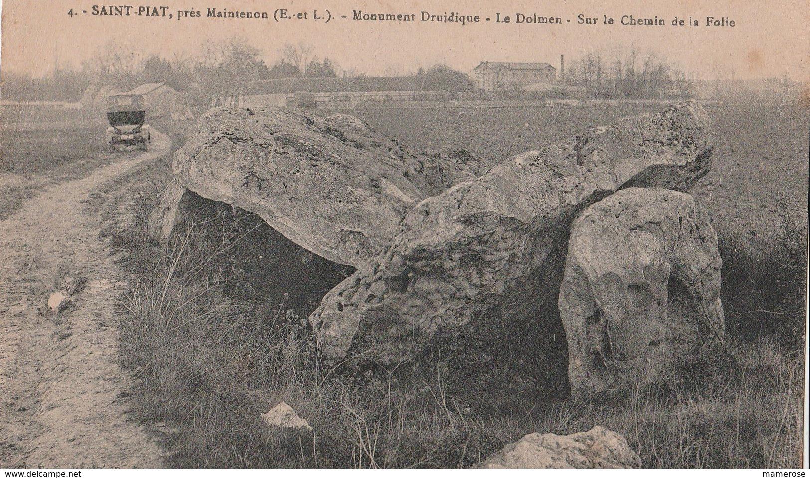 SAINT-PIAT (28). Monument Druidique. Le Dolmen Sur Le Chemin De La Folie. Voiture (Transports: Automobile) - Frankreich