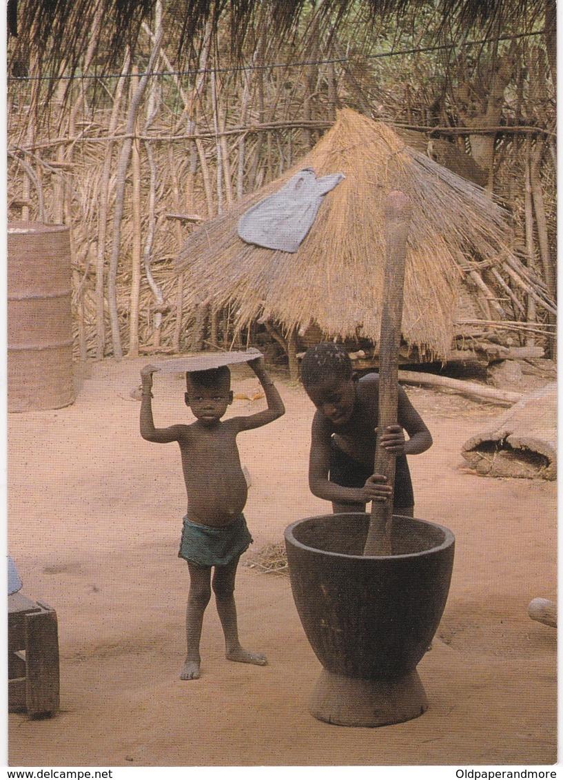 POSTCARD PORTUGAL - PORTUGUESE GUINEA - GUINÉ BISSAU - COSTUMES - CHILDRENS - ETHNIC - Guinea-Bissau