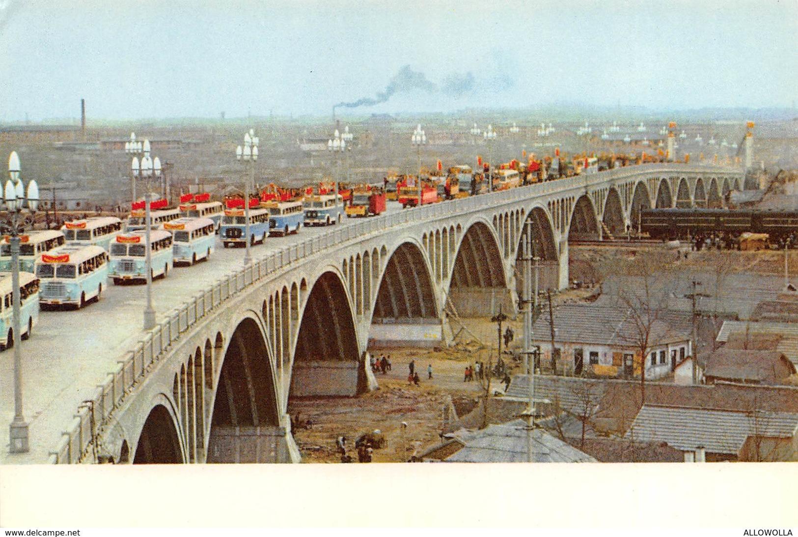 """4700"""" THE YANGTSE RIVER BRIDGE AT NANKING """"PONTE-PARATA DI AUTOBUS-CART. ILL. POST. OR. NON SPED. - Cina"""