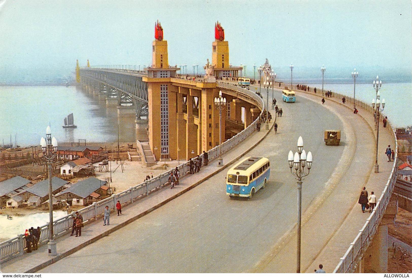 "4701"" THE YANGTSE RIVER BRIDGE AT NANKING ""PONTE-ANIMATA-AUTOBUS-CART. ILL. POST. OR. NON SPED. - Cina"