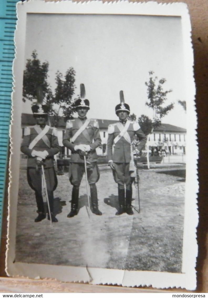 FT13, MINI FOTOGRAFIA, MILITARI IN POSA IN UN GIARDINO - War, Military