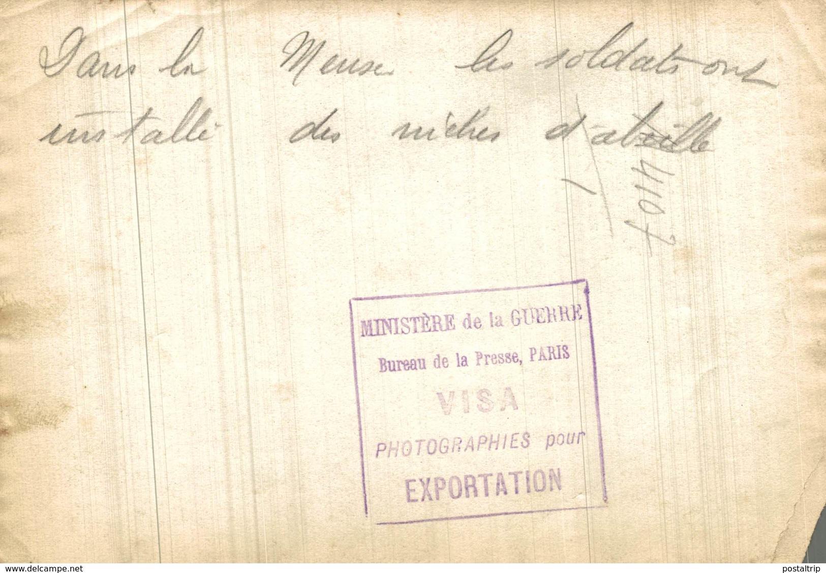 DANS LA MEUSE SOLDATS ONT INSTALLÉ DES NICHES D'ABEILLE  +-18*13CM - War, Military