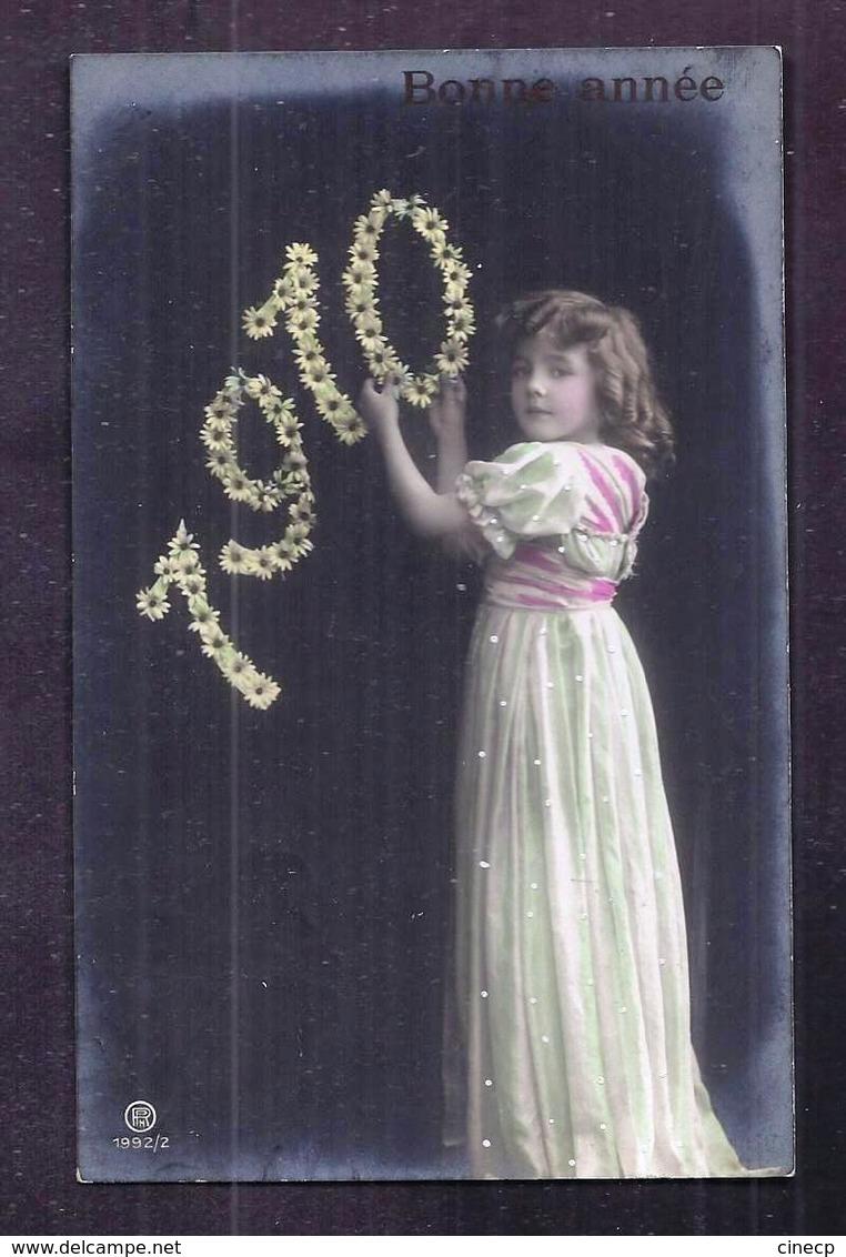 CPA Enfant Jolie Fillette Très élégante Vêtue D'un Robe Longue Aux Cheveux Bouclés 1910 - Pretty Girl Photo - Portraits