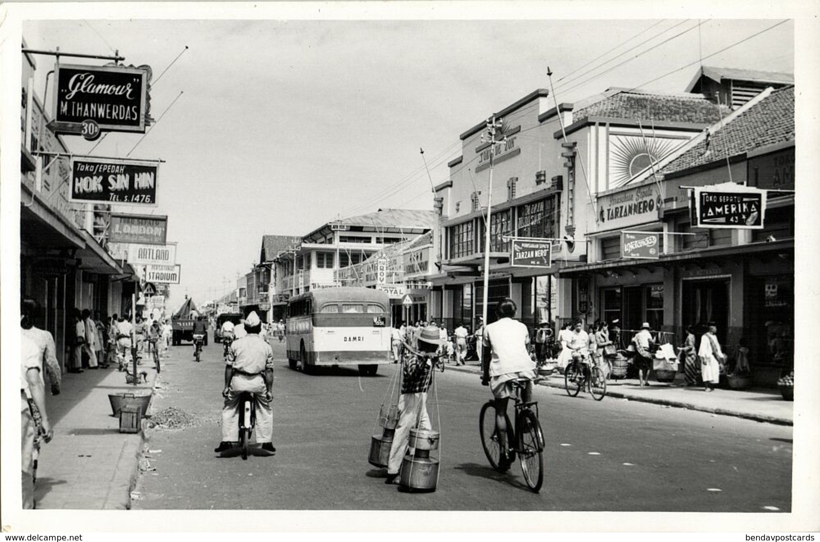 Indonesia, JAVA BANDUNG, Djl. Raja Barat, Toko De Zon, Bus, Bike (1950s) RPPC - Indonesië