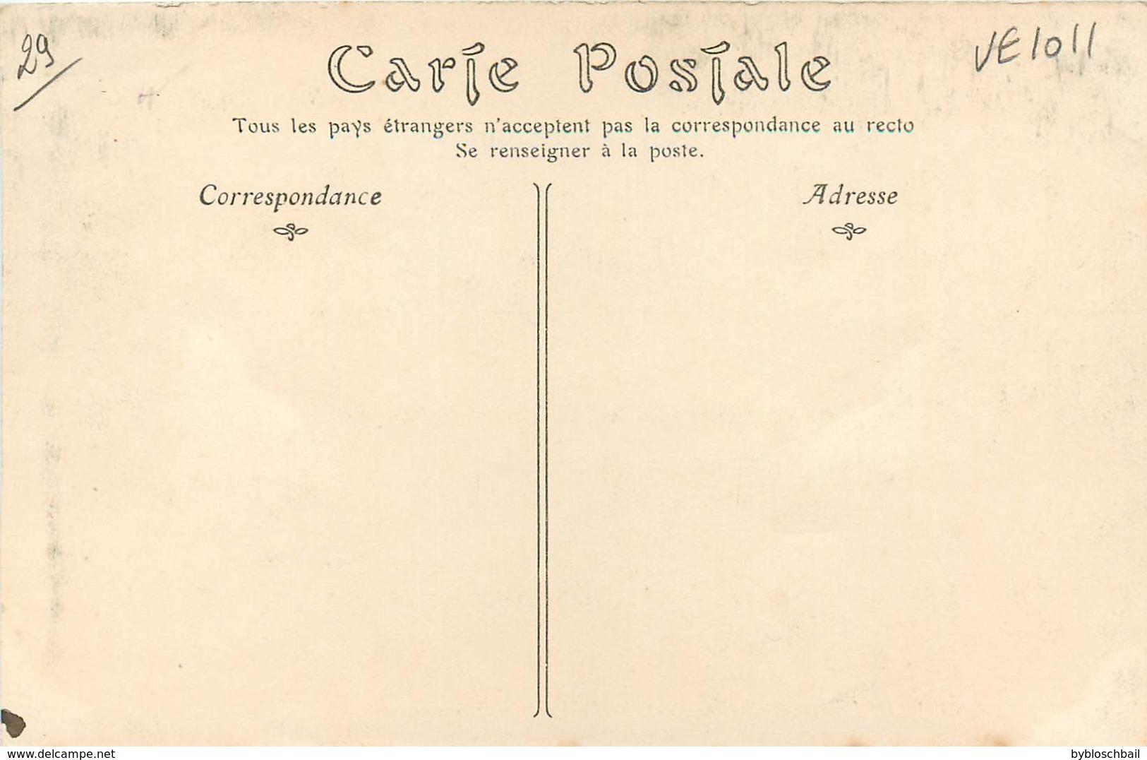 CPA 29 Finistère Saint-Jean-du-Doigt St La Fontaine Miraculeuse - Saint-Jean-du-Doigt