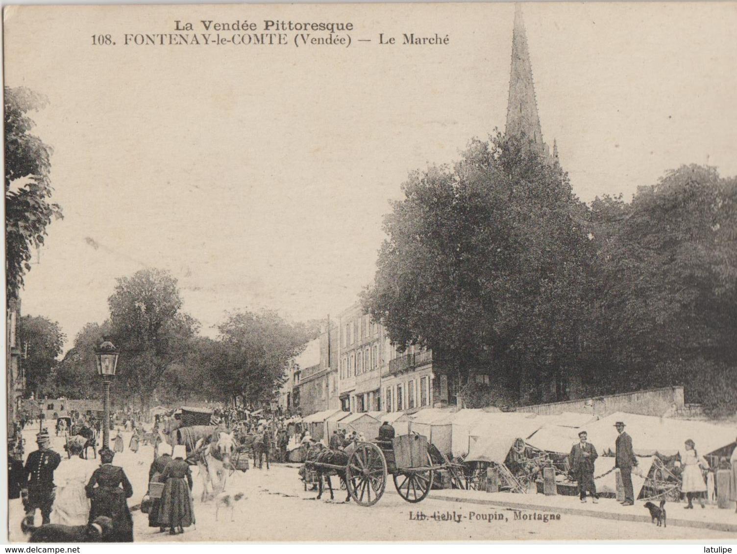 Fontenay-le-Comte  85   Le Marché Sur La Place Tres Tres Animé-Attelage - Fontenay Le Comte