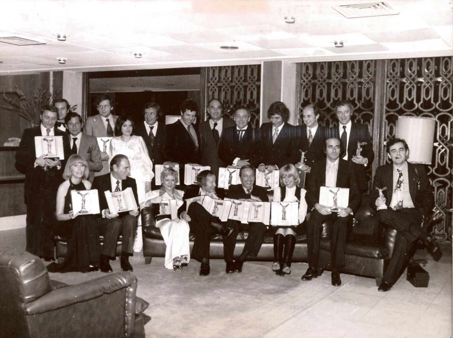 Rare Photographie De Presse Présentateurs De L'ORTF Des Années 1970 Après Remise De Prix :B.Pivot, PPDA,G.Lux, J.Chancel - Berühmtheiten