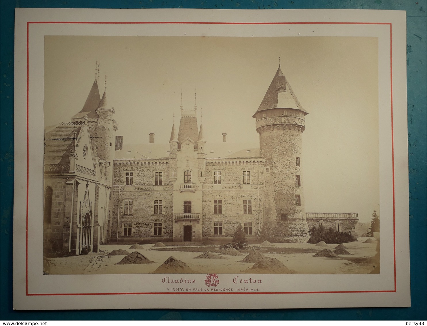 VICHY - CHATEAU DE BUSSET (Cour) - Photographie Ancienne Albuminée De Claudius Couton - Photos