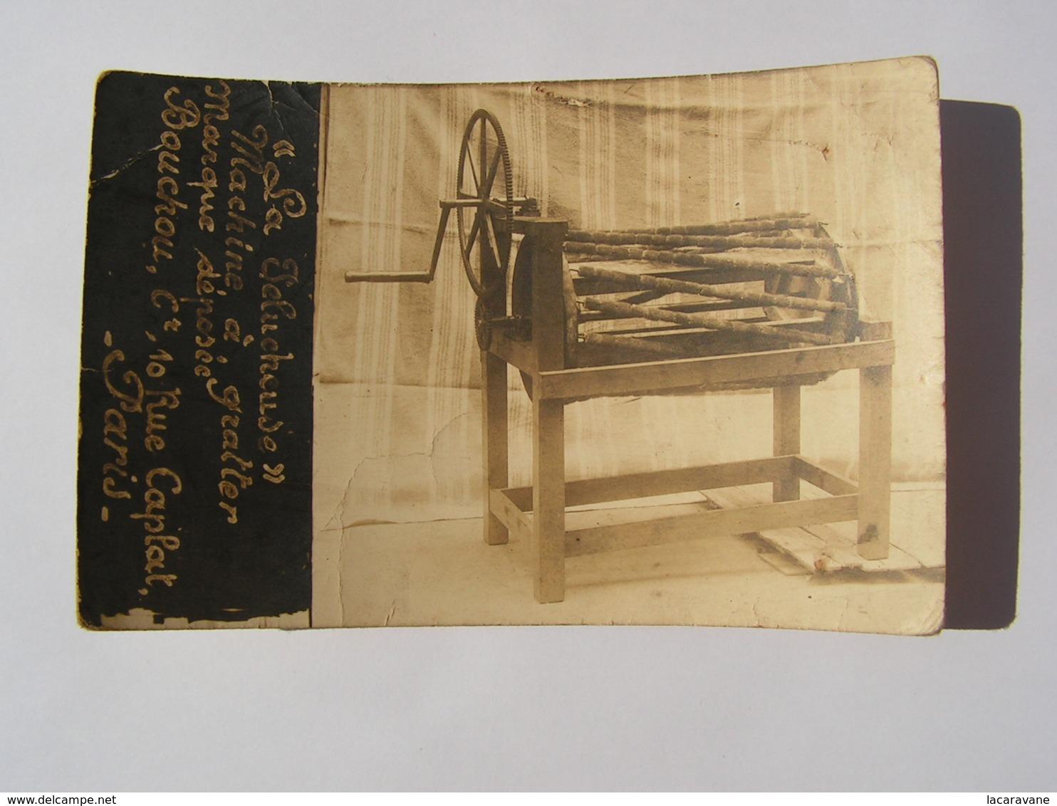 Carte Photo Machine A Gratter La Pelucheuse Bouchou 10 Rue Caplat XVIIIeme Arrondissement Art Populaire Metier - Petits Métiers à Paris