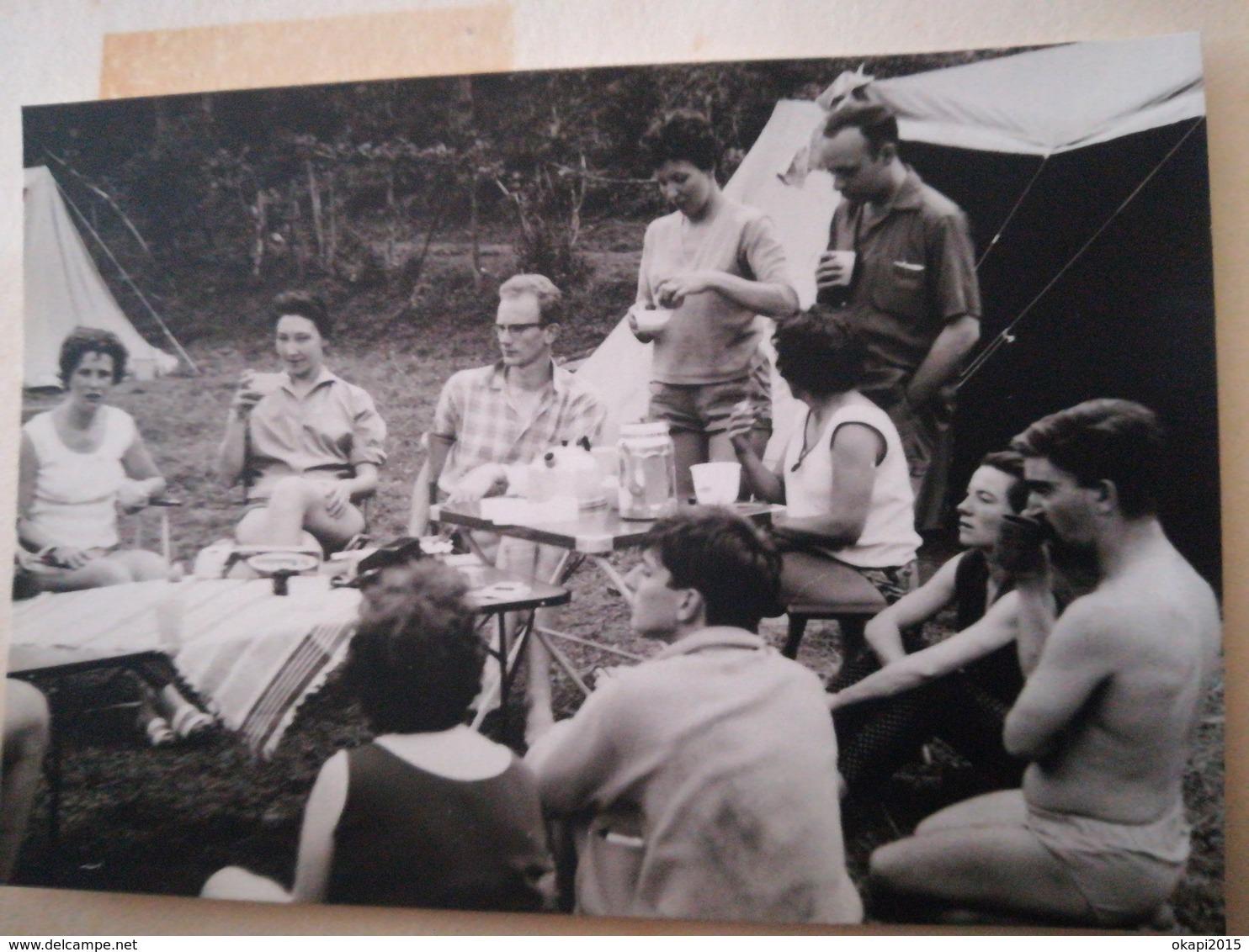 GROUPE DE PERSONNES DU CERCLE JULIEN NAESSENS BUDO Arts Martiaux CAMP ACHOUFFE BELGIQUE 80 PHOTOS ORIGINALES ANNÉE 1962 - Personnes Identifiées