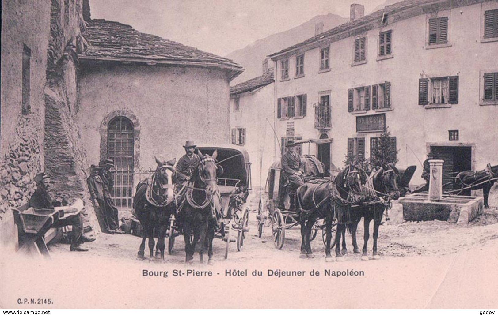 Bourg St Pierre VS, Diligence Devant L'Hôtel De Napoléon (2145) Pli D'angle - VS Valais