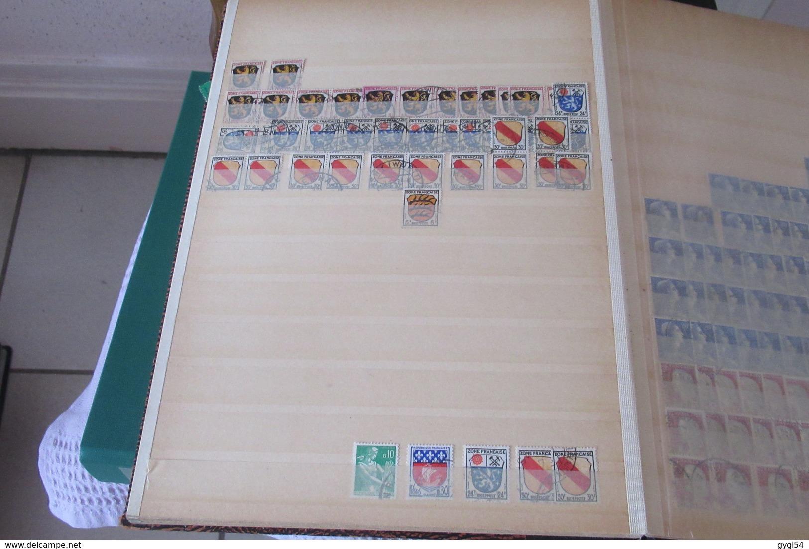 FRANCE Dans 5  Classeurs à Bandes  CAT YT  LOT  DE TIMBRES     68   SCANS - Timbres
