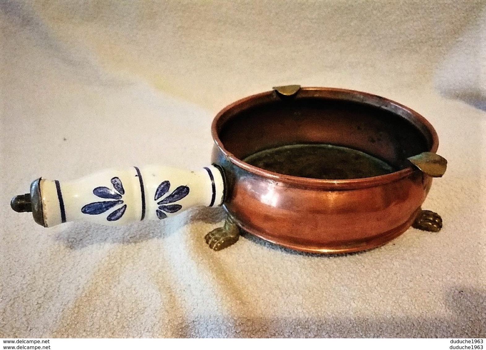 Ancien Cendrier De Table Brûle Papier Cuivre Et Poignée Porcelaine - Cobre