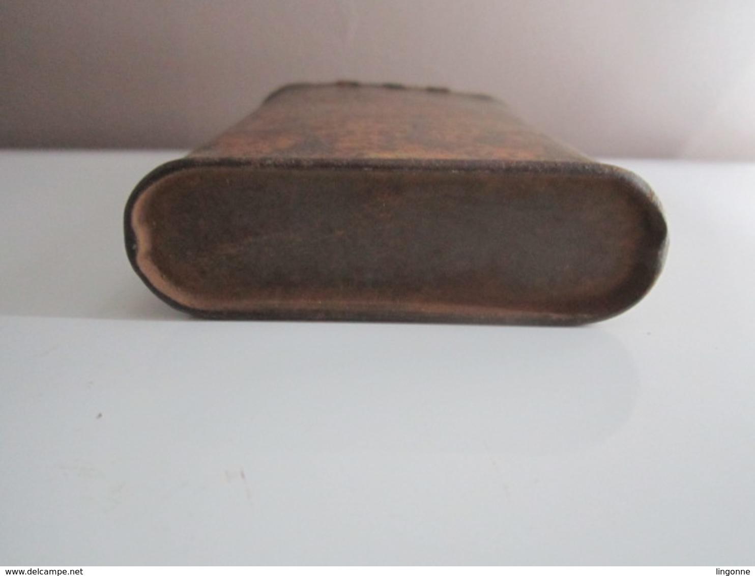 Ancienne Boîte à Tabac Pour Pipe Et Cigarette En Fer Lithographiée De Marque PRINCE ALBERT. Années 40 - Boites à Tabac Vides