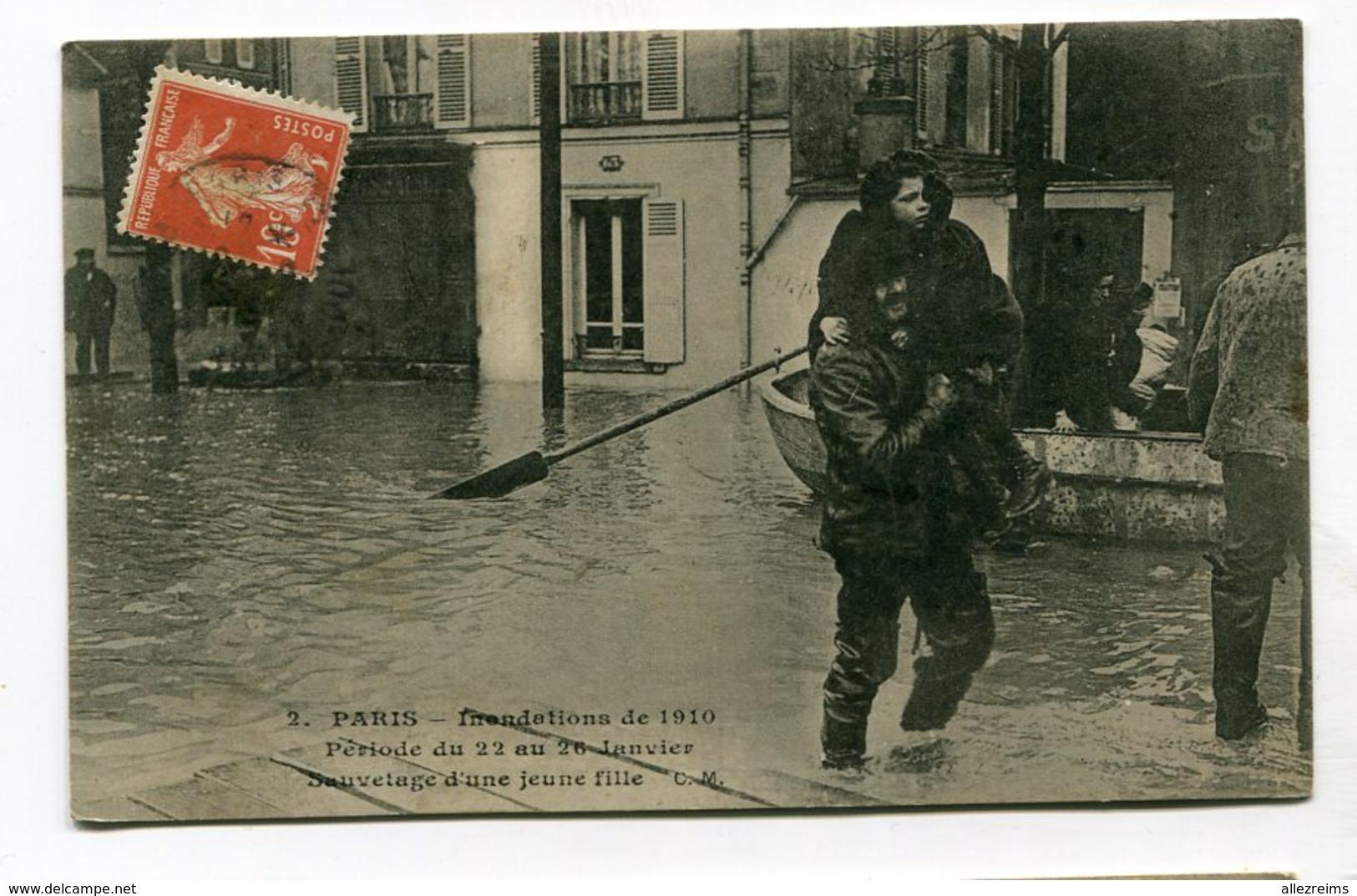 CPA   75 : PARIS  1910   Jeune Fille A   VOIR  !!!! - Paris Flood, 1910