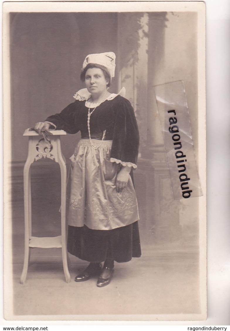 CPA PHOTO - COIFFE BRETONNE - Beau Portrait Anonyme De FEMME En Costume Et Coiffe Traditionnelle - Anonieme Personen