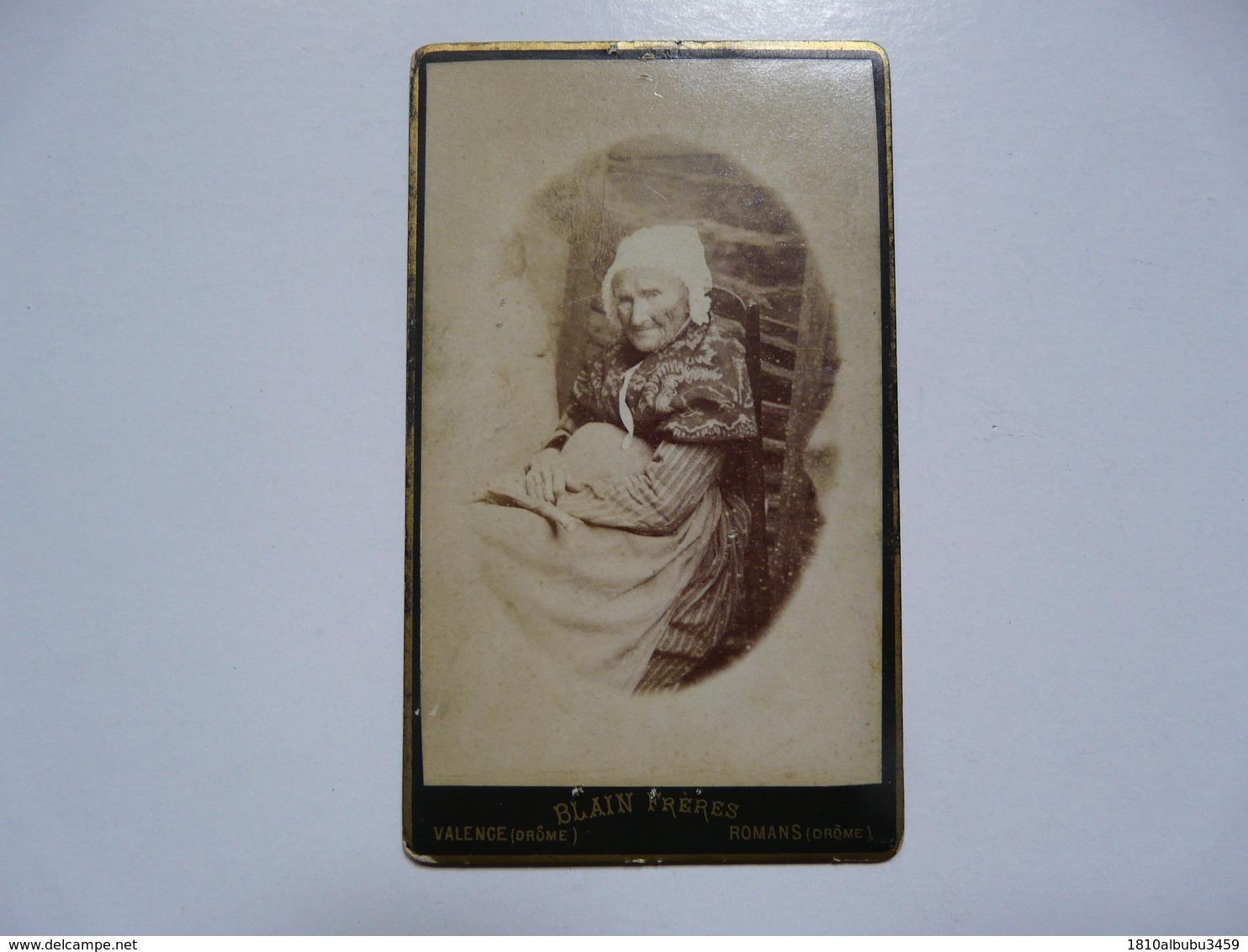 PHOTOGRAPHIE ANCIENNE - 26 DROME - Format CDV - Portrait Vve GIRARD - Photographe BLAIN Frères à Romans - Foto's