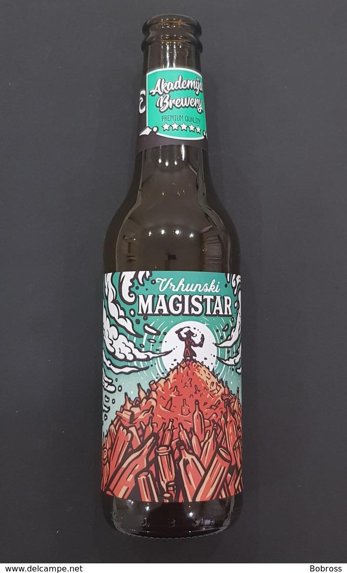 Vrhunski Magistar, Montenegro Beer Bottle, Bouteille De Biere - Cerveza