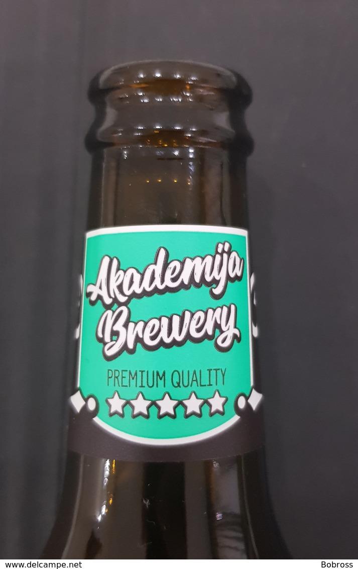 Vrhunski Magistar, Montenegro Beer Bottle, Bouteille De Biere - Bière