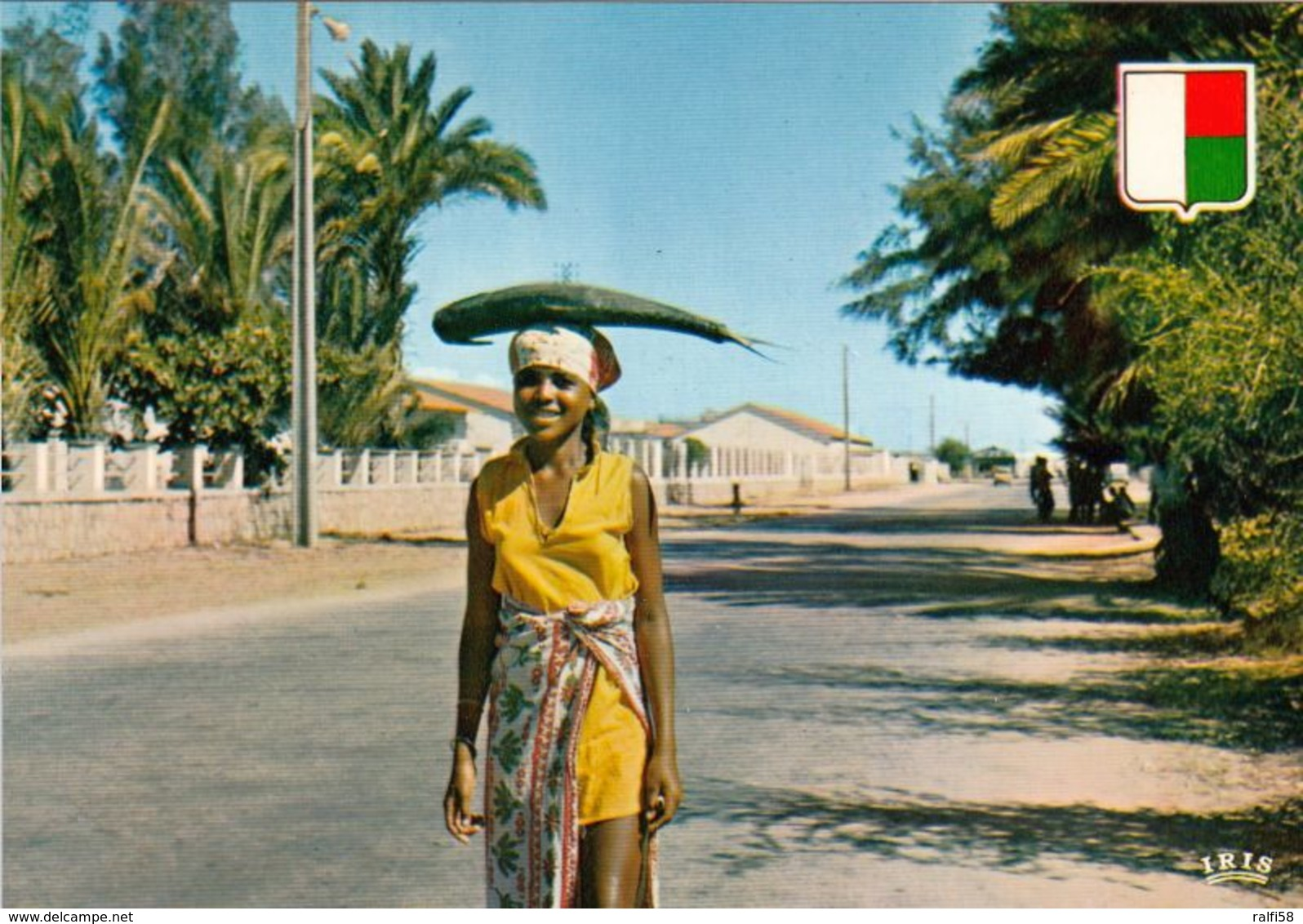 1 AK Madagaskar * Ein Fischverkäuferin In Der Stadt Tulear - Heute Toliara * IRIS Karte Nummer 6162 * - Madagaskar