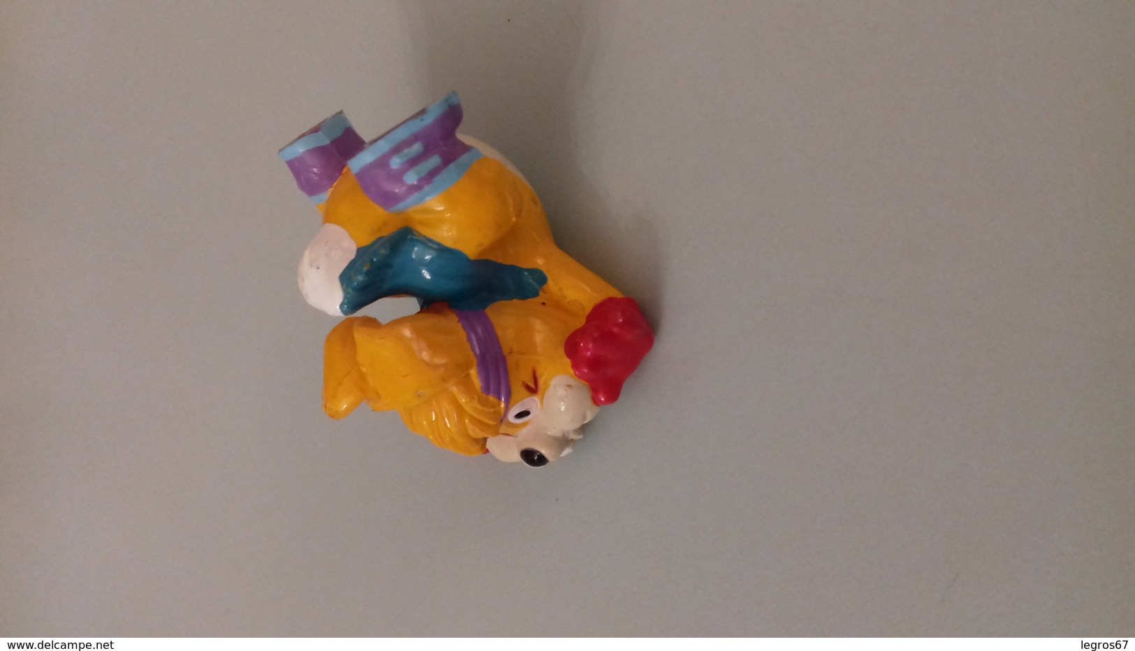 FIGURINE FERRERO LAPIN HIVER PLAT VENTRE - Figurines
