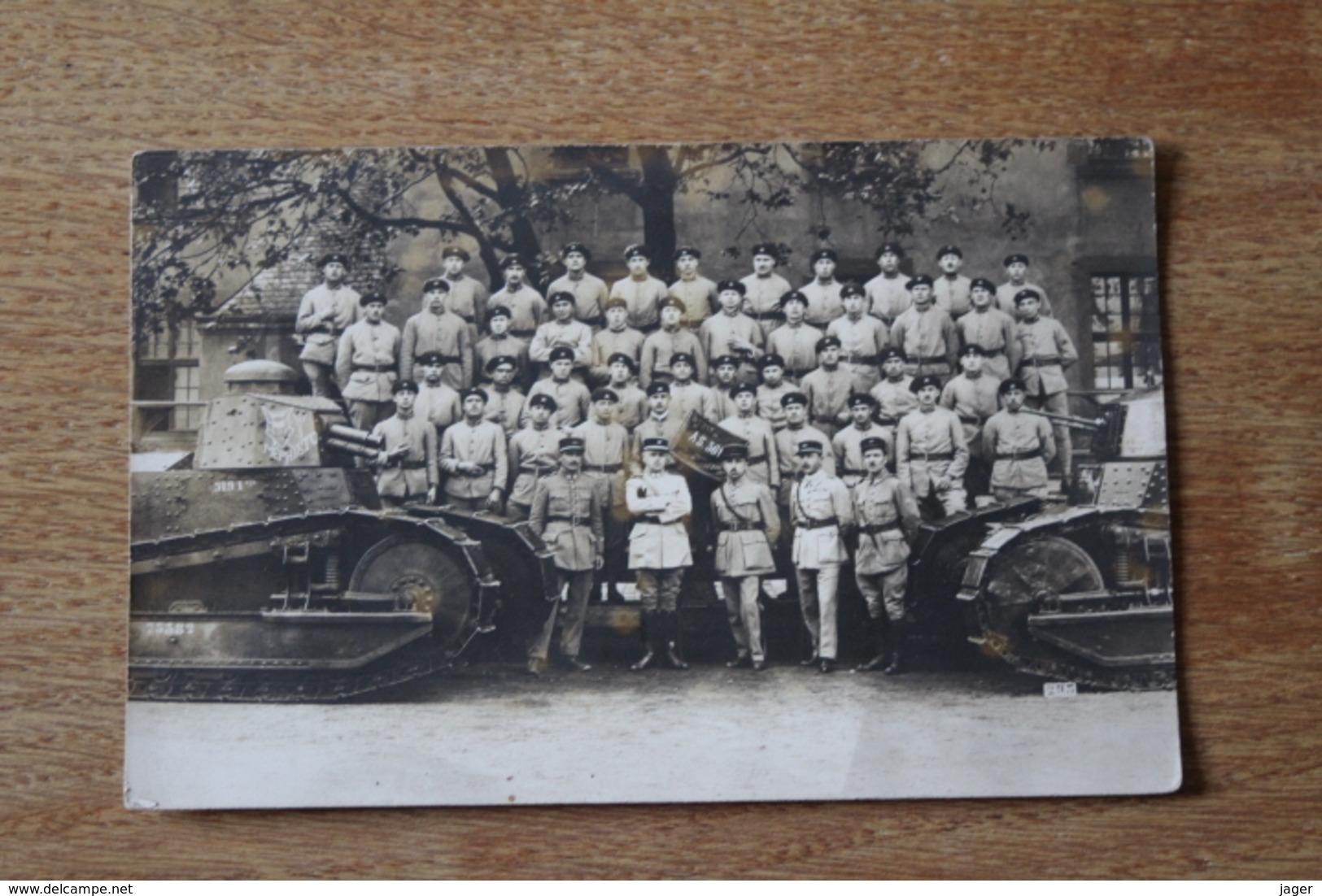 Carte Photo Regiment De Char De Combat 519 RCC   Avec Fanion AS 361 2 Eme Section Et 2 FT 17 - Fotos