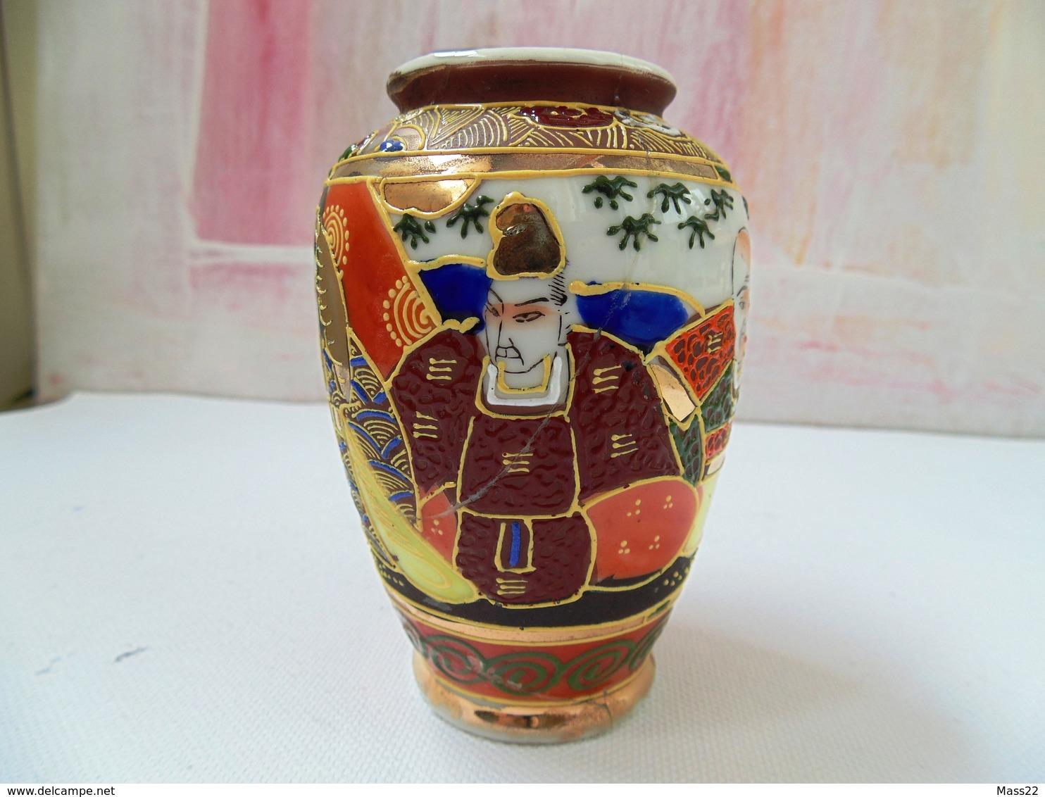 Satsuma Style - Japan Vase - Damaged On The Bottom - Otros