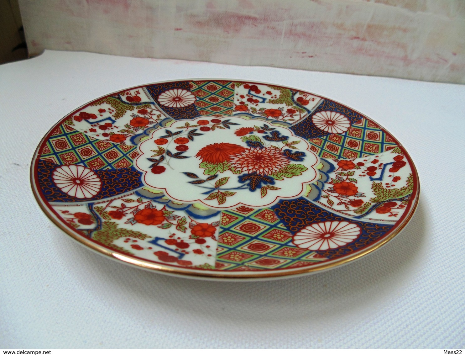 19 Century Japan Porcelain Plate With Gold Decoration And Stamp In Red - Kutani? Meiji (1868-1912) - Otros