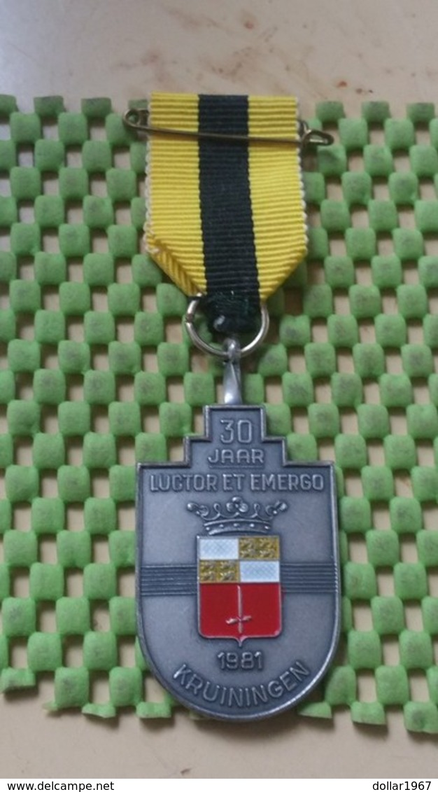 Medaille :Netherlands  - 30 Jaar Luctor Et Emergo , Kruiningen 1981  - Walking Association - Niederlande