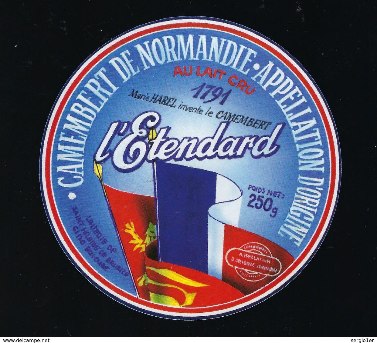 """Etiquette Fromage  Camembert Normandie  L'Etendard  250g Laiterie De St Hilaire De Briouze Orne 61 """" Drapeaux"""" 1791 M Ha - Fromage"""