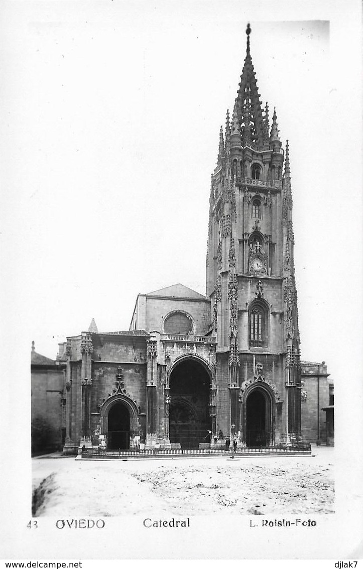 Espagne Oviedo La Cathédrale (2 Scans) - Asturias (Oviedo)