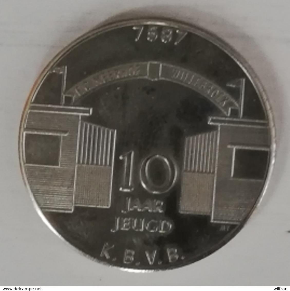 3223 Vz 10 Jaar Willebroek - Meerhof'r Jeugd 15 Juni 1982 - Kz F.C. Meerhof Willebroek 10 Jaar Jeugd K.B.V.B. - Gemeentepenningen