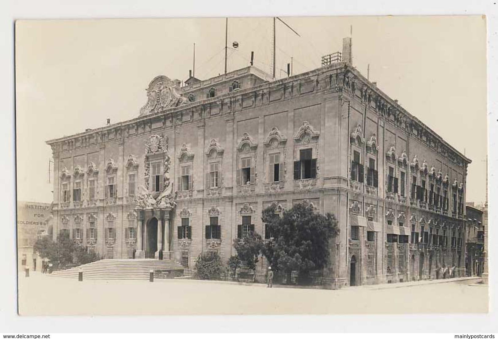 AJ02 Malta, Valetta, Auberge De Castille - RPPC - Malta